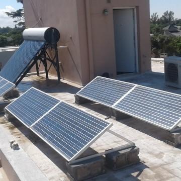 Servicios Eléctricos. Instalación de equipos de energía solar